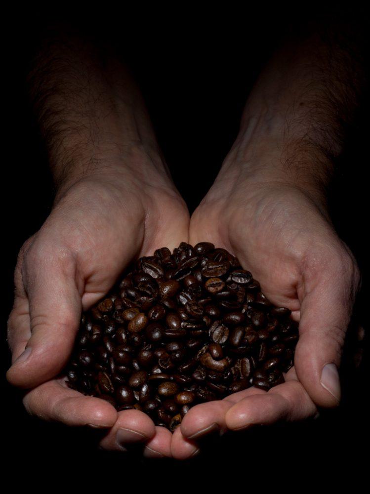 La consommation mondiale de café est en croissance et représente 255 kilos de café par seconde soit 8 millions de tonnes (134 millions de sacs de 60kg).  400 milliards de tasses de café sont bues dans le monde chaque année, soit près de 1684 par seconde!  Ce breuvage arrive donc au troisième rang de la consommation mondiale, après l'eau et le thé. On peut, sans risque de se tromper, le classer parmi les biens précieux de ce monde.  World coffee consumption is growing and represents 255 kilos of coffee per second, or 8 million tons (134 million 60 kg bags).  400 billion cups of coffee are drunk in the world each year, nearly 1684 per second!  This beverage therefore comes third in world consumption, after water and tea. One can, without risk of being mistaken, classify it among the precious goods of this world.  <a href=&quot;http://www.fluidr.com/photos/miggs43/interesting&quot; rel=&quot;nofollow&quot;>Interesting impressions</a>  <a href=&quot;http://michelgrenier.ca&quot; rel=&quot;nofollow&quot;>michelgrenier.ca</a>